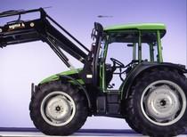 [Deutz-Fahr] trattore Agroplus 100 con pala caricatrice in studio fotografico