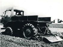 Trattore Samecar Agricolo DT in lavoro di fresatura del terreno