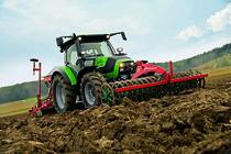 [Deutz-Fahr] trattori Agrotron K 100 al lavoro con barre falcianti, erpice e seminatrice